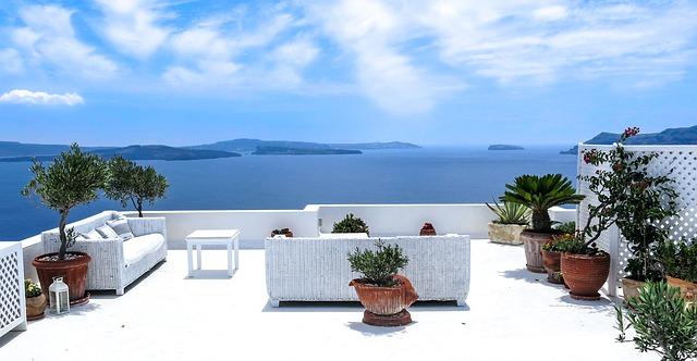Vakantie Griekenland terras uitzicht op zee