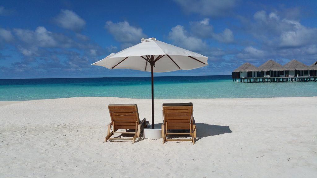 Vakantie Malediven strand zee strandstoelen