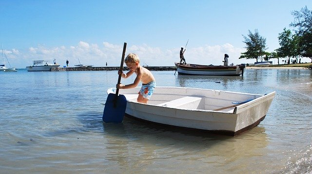 Reizen Mauritius bootje kind zee