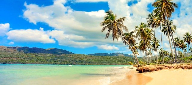 Zonvakantie paradijs strand bergen