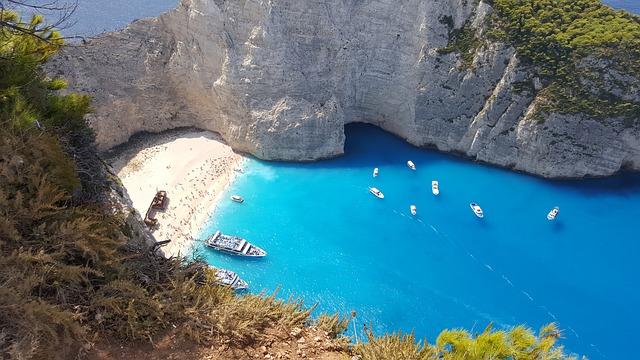 Zonvakantie Griekenland strand zee rotsen