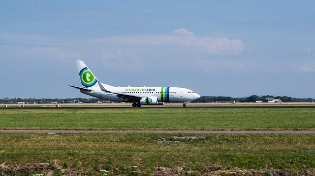 Transavia vliegtuig vliegveld vliegvakantie